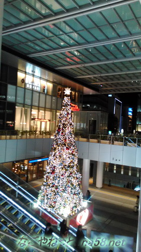 名古屋駅前ゲイトタワーのクリスマスツリーの装飾2017年上から