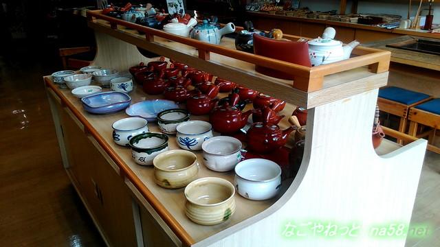 七宗御殿の店内、お土産売り場茶道具の数々
