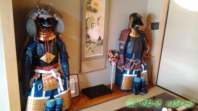 岐阜県賀茂郡七宗町の「七宗御殿」の座敷の甲冑や調度品