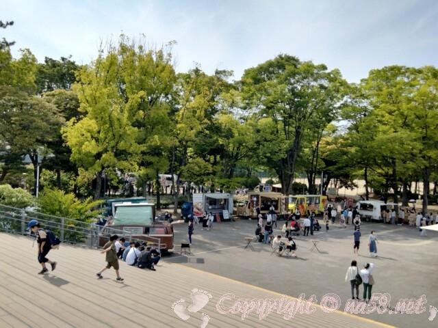 名城公園トナリノtonarino 広場とキッチンカー