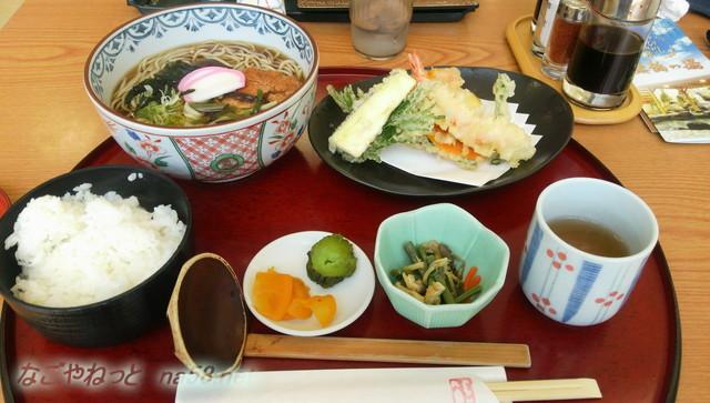 道の駅「星のふる里ふじはし」の温泉施設の中にある食事処「ふじはし」天ぷらそば定食