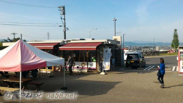道の駅「池田温泉」屋外施設、バームクーヘンの「よしや」