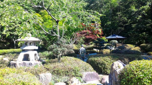 道の駅「夢さんさん谷汲」の緑地にある庭園(岐阜県揖斐郡)