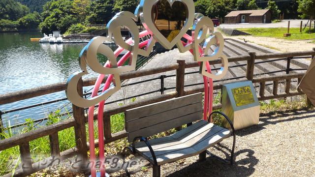 伊自良湖恋人の聖地ハートのベンチ(岐阜県山県市長滝)