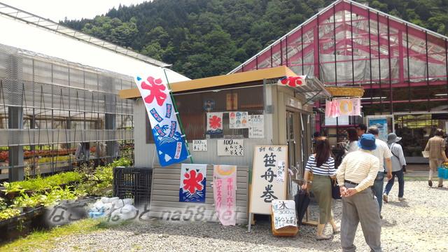 根道神社にある「モネの池」(岐阜県関市板取)のお土産店売店