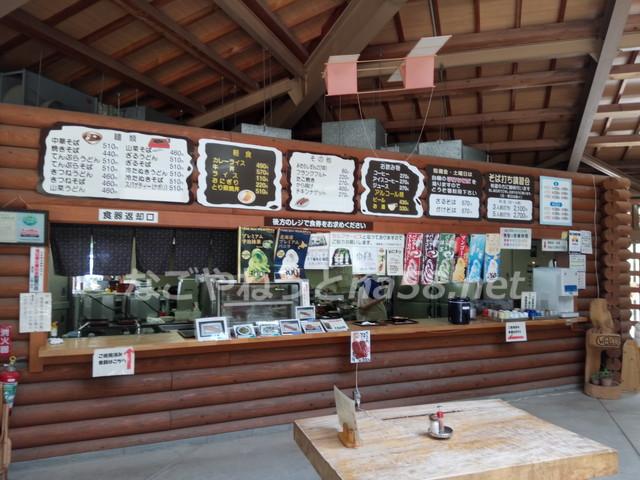 管理棟は、軽食の出来るレストラン兼喫茶店の様になっています。