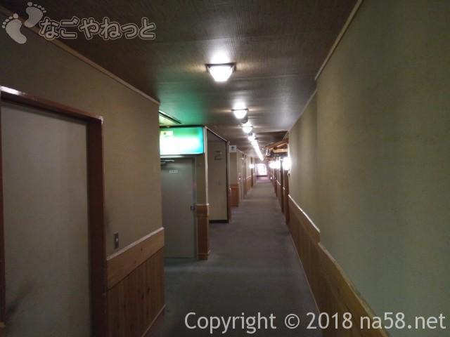 三重県菰野町「希望荘」長い廊下で客室数が多い