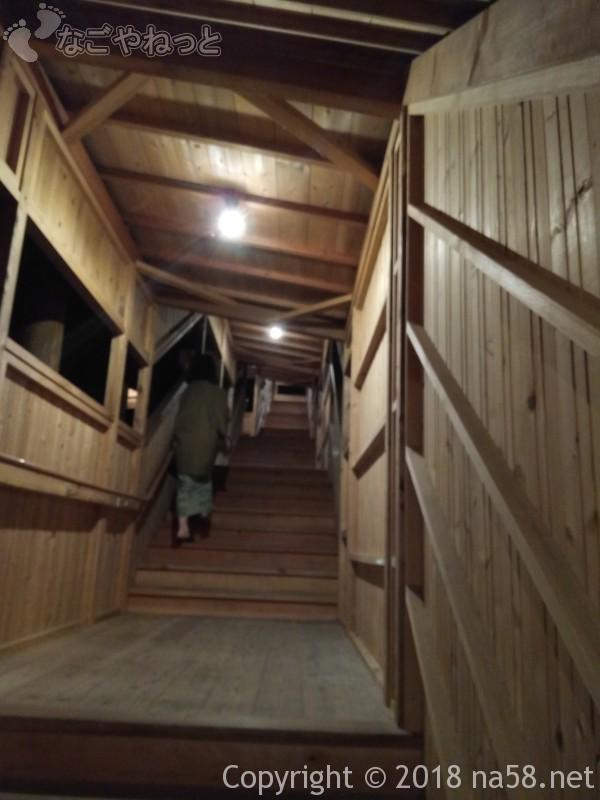 三重県菰野町「希望荘」湯けむりの里へ、階段も多い