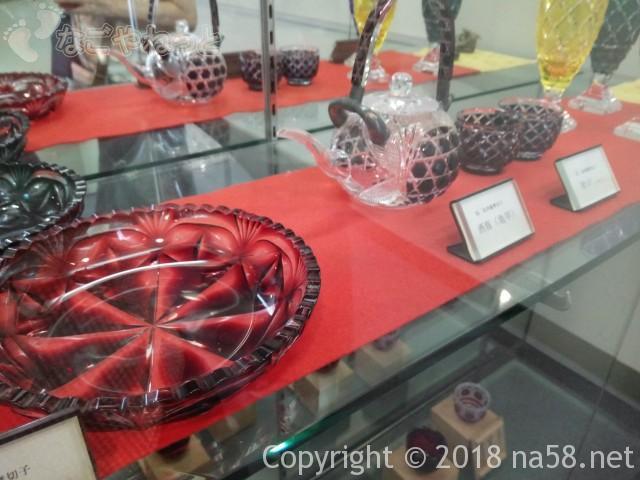 三重県菰野町「希望荘」薩摩切子の展示