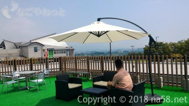 富士川SA上り(東名)空カフェのテラス席
