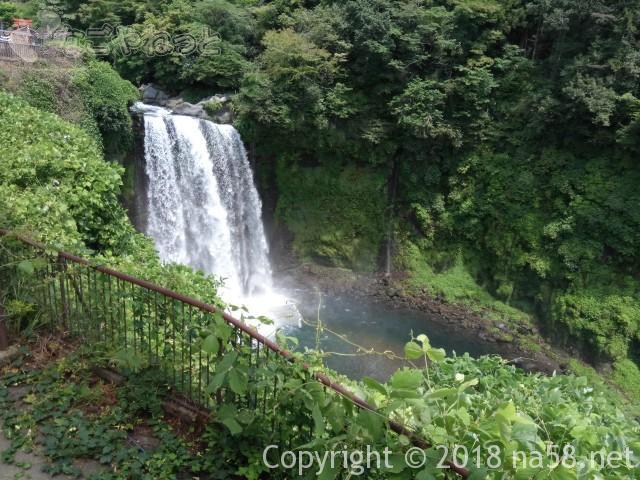 静岡県の富士宮市「白糸の滝」にある「音止の滝」