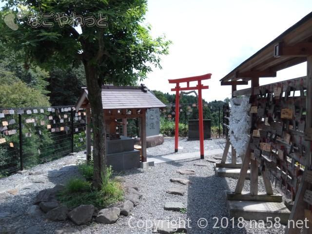 静岡県の富士宮市「白糸の滝」にある「音止の滝」の神社
