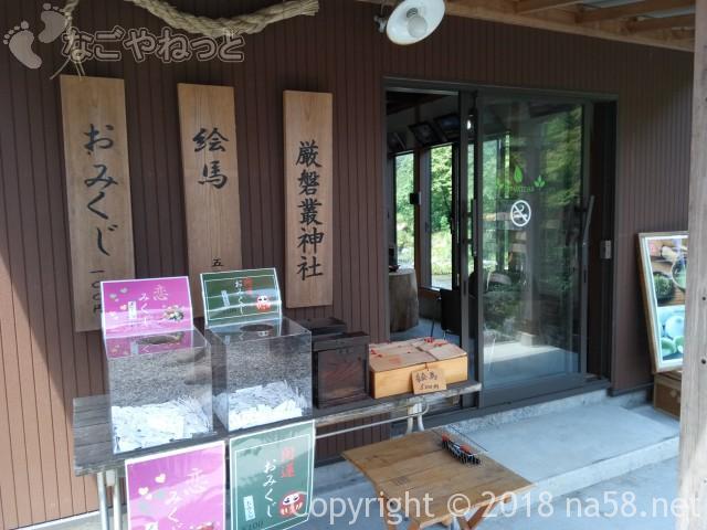 静岡県の富士宮市「白糸の滝」にある「音止の滝」神社