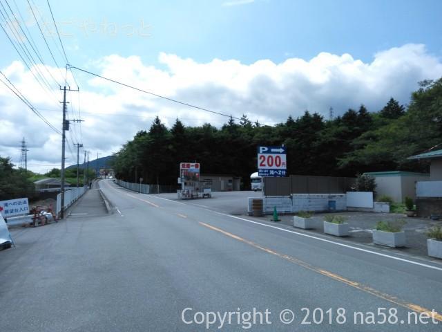静岡県の富士宮市「白糸の滝」の駐車場200円のところ
