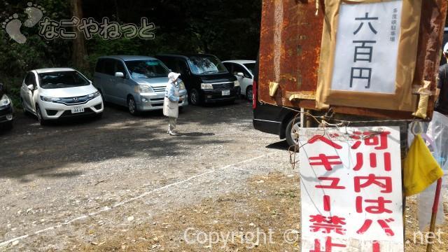 多度天然プール(三重県桑名市)プールに最も近い奥の駐車場管理のおばちゃん
