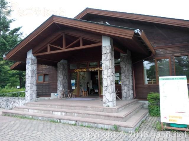 八ヶ岳自然ふれあいセンター(山梨県北杜市)の玄関