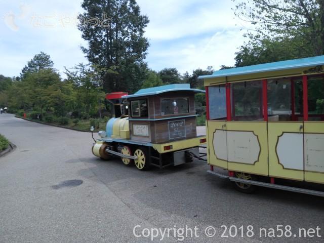 ぎふ清流里山公園(岐阜県美濃加茂市)の園内を走るバス