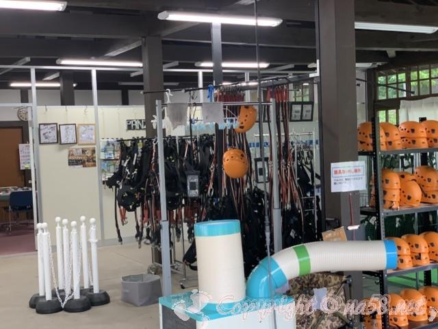 「ぎふ清流里山公園」(岐阜県美濃加茂市)内のアドベンチャーパーク、装備