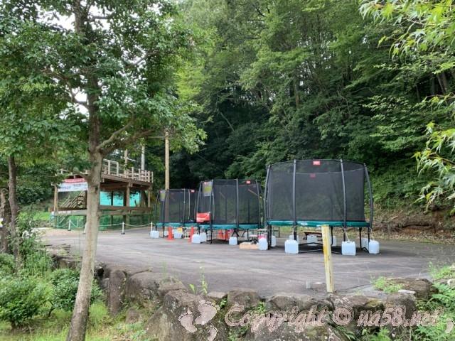 「ぎふ清流里山公園」(岐阜県美濃加茂市)内、トランポリン遊具