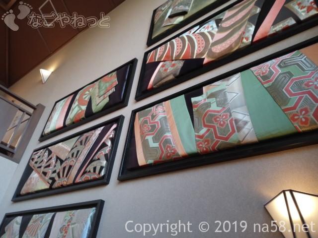 満天望(愛知県春日井市)階段の壁飾り和の帯生地