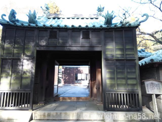 源敬公廟への登坂(定光寺)さらに門がある