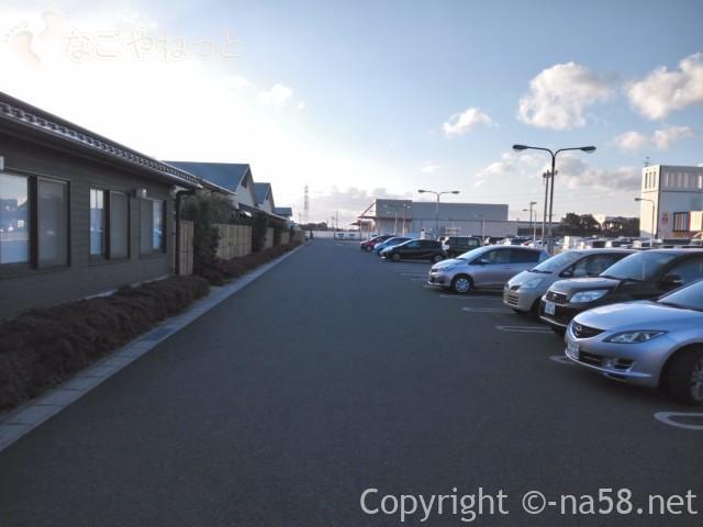 稲沢ぽかぽか温泉の駐車場、無料で180台