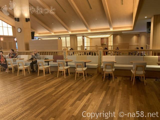 竜泉寺の湯・名古屋守山本店、椅子で休憩できるスペースも