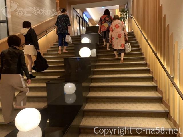 竜泉寺の湯・名古屋守山本店、入浴場への階段