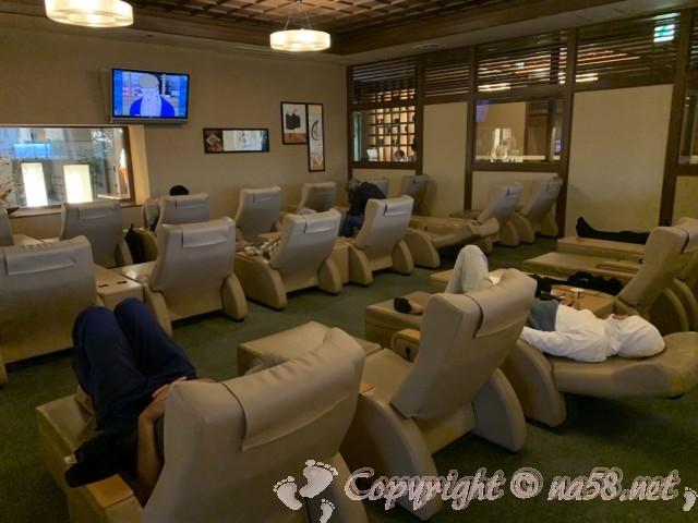 満天望(愛知県春日井市)スーパー銭湯 リクライニングチェアのある休憩室
