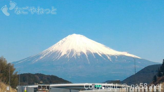 雪化粧の富士山、新東名からの景色