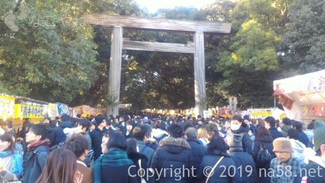 熱田神宮の正月、東門の東の大鳥居、1月3日の様子