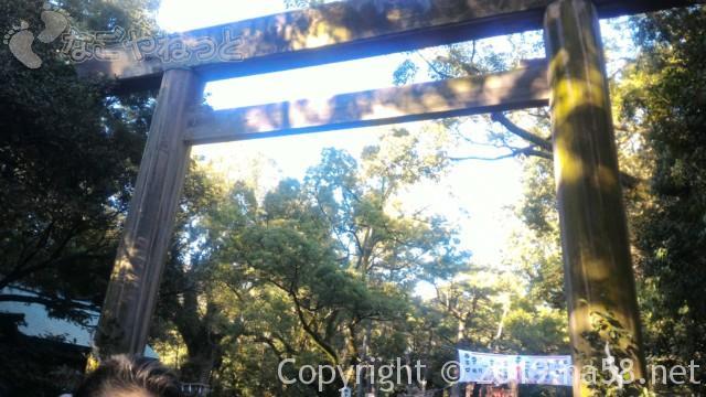 熱田神宮の正月、中央参道にある大鳥居