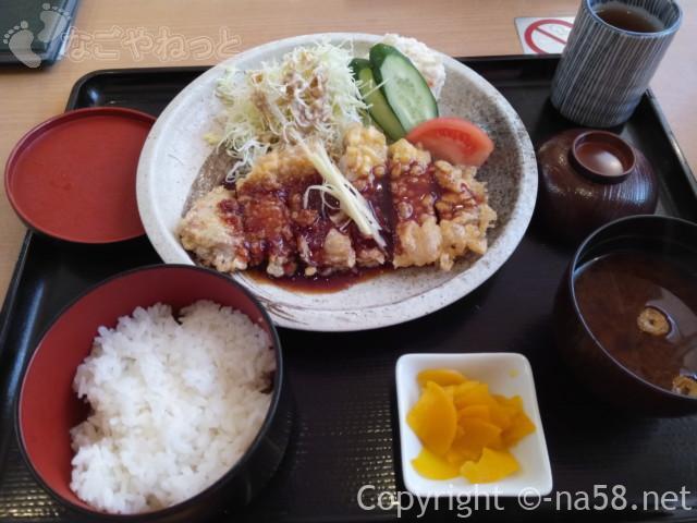 みどり楽の湯の食事処「楽然」の生姜ソースでジンジャーポーク定食