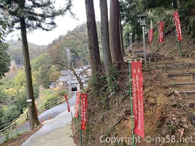日龍峯寺、高澤観音、駐車場から多宝塔へ途中住職さんのお宅