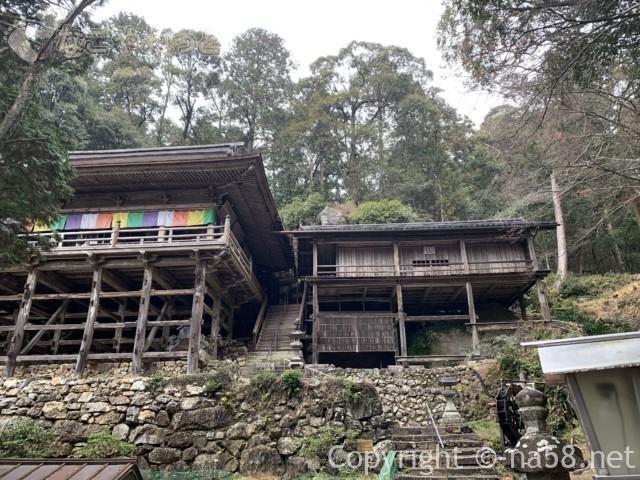 日龍峯寺(にちりゅうぶじ)の本堂と籠堂