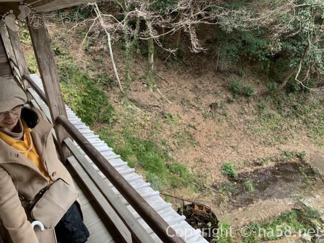 日龍峯寺(高澤観音)の本堂横の籠堂の外廊下