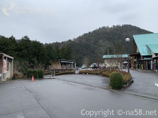 ほほえみの湯(上之保温泉)の施設に近い駐車場からの施設の配置