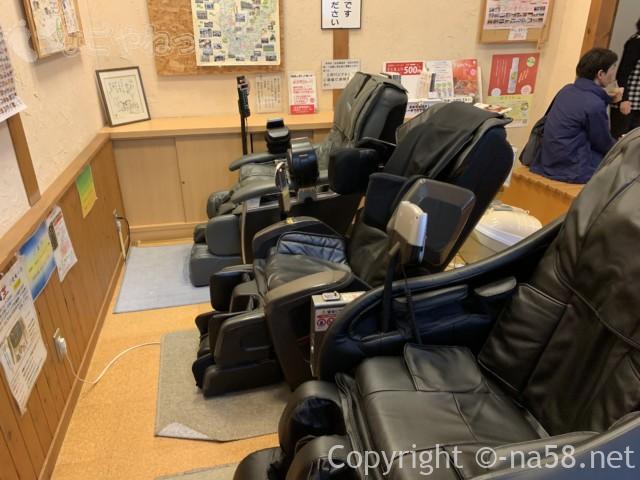 ほほえみの湯(上之保温泉)の休憩スペースリクライニング椅子