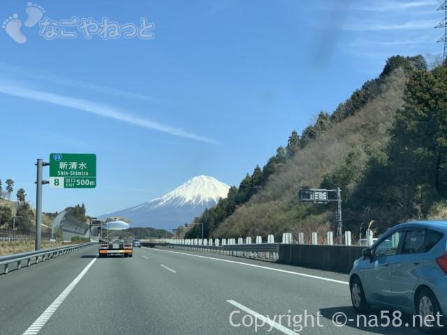 新東名のぼりからの富士山、新清水出口まで500メートル地点2019-03-14 11.11.49