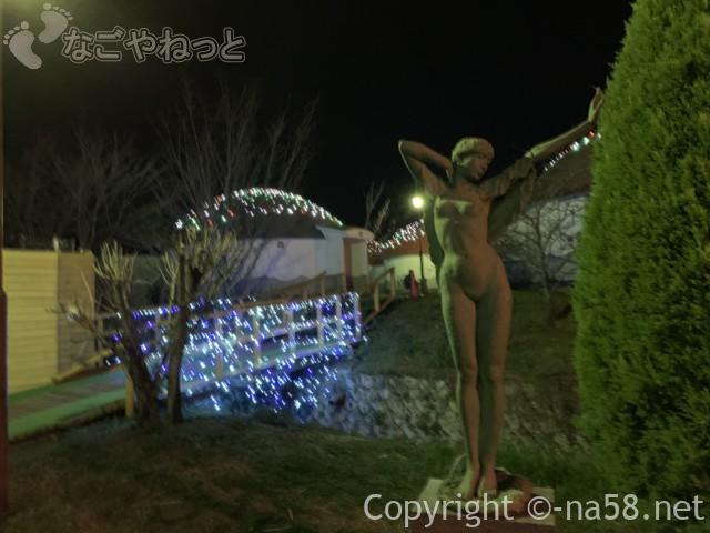 伊豆市時之栖のコテージホテル「オリーブの木」イルミネーション銅像