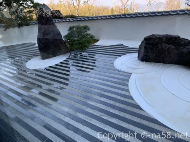 日本平夢テラスの一階、枯山水
