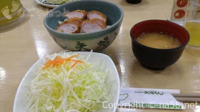 名古屋駅のエスカ地下街の矢場とん、ひれかつ丼