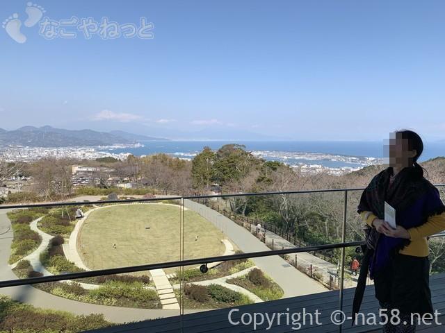 日本平夢テラスの3階、展望テラスから富士山を望む