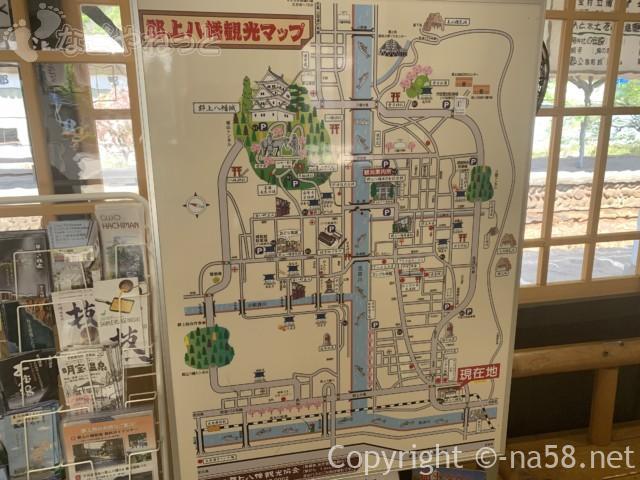 郡上八幡駅(岐阜県郡上市)の構内、郡上の観光地図