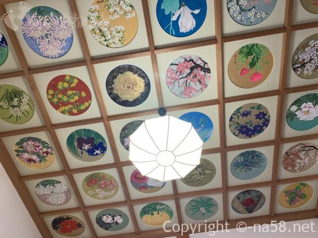 ぼたん園(桂昌寺) 本堂の絵天井全国唯一