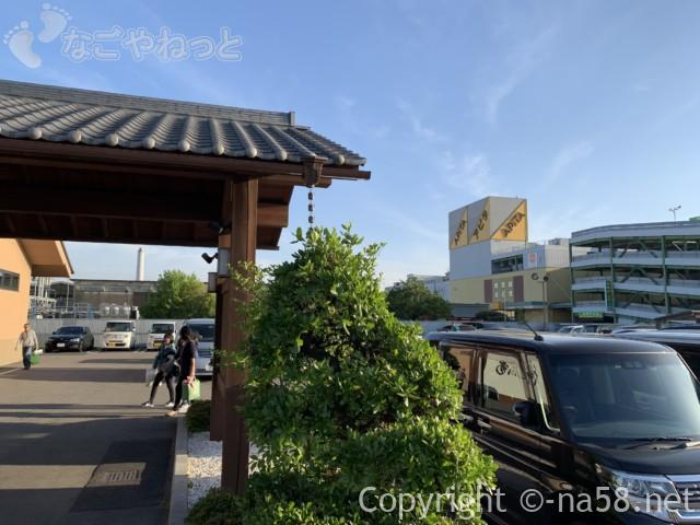 松竹温泉天風の湯(天然温泉・江南市)駐車場、隣はアピタ
