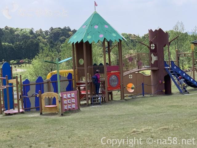 いなべぼたんまつり(三重県いなべ市)ボタン園にある大型遊具