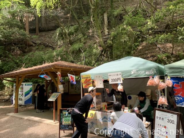 養老の滝(岐阜県養老郡養老町)養老の滝にある屋台