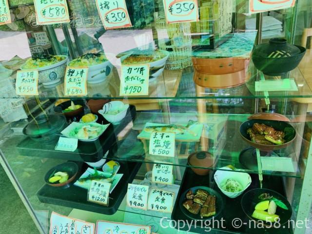 養老の滝(岐阜県養老郡養老町)の養老神社のふもとの飲食店メニュー