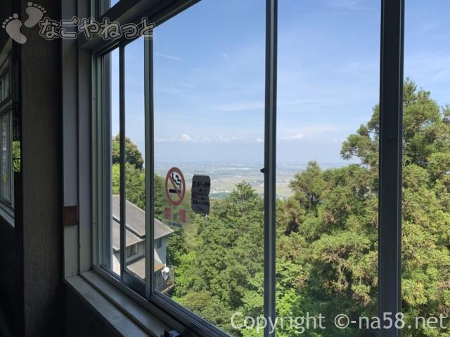 養老の滝(岐阜県養老郡養老町)滝に一番近い駐車場にある飲食店「滝見亭」からの景観